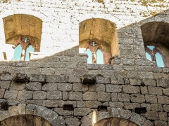 Ruines du château de Spesbourg - Français:   Fenêtres du deuxième niveau, côté est du château