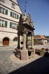 Puits à six seaux - English: ref: PM_050037_F_Boersch; Puits à six seauxBoersch; la place de l'Hôtel de Ville; Alsace, Bas-Rhin; France; 1617; Cultural heritage; Europe/France/Boersch; Wiki Commons; Photographer: Paul M.R. Maeyaert; www.pmrmaeyaert.eu; © Paul M.R. Maeyaert; pmrmaeyaert@gmail.com;