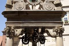 Puits à six seaux - English: ref: PM_050041_F_Boersch; Puits à six seauxBoersch; la place de l'Hôtel de Ville; Alsace, Bas-Rhin; France; 1617; Cultural heritage; Europe/France/Boersch; Wiki Commons; Photographer: Paul M.R. Maeyaert; www.pmrmaeyaert.eu; © Paul M.R. Maeyaert; pmrmaeyaert@gmail.com;