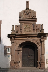 Hôtel de ville - Deutsch: Rathaus, ehemalige Kanzlei (Chancellerie), in Bouxwiller im Département Bas-Rhin (Region Alsace-Champagne-Ardenne-Lorraine/Frankreich), Renaissanceportal