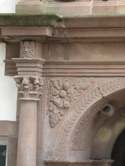 Hôtel de ville - Français:   détail du portail arrière de la chancellerie de Bouxwiller (67) France