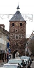 Enceinte médiévale de la ville (vestiges du mur) - English: Tour des Forgerons in Molsheim, Alsace.