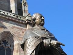Vieux remparts -  Alsace, Bas-Rhin, Obernai, Église Saints-Pierre-et-Paul (PA00084850, IA00023930): Statue de Monseigneur Freppel.