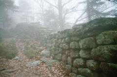 Mur païen -  Le Mur Païen dans le brouillard.Mont Sainte-Odile,Alsace.