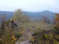 Ruines du château Ochsenstein - English: Polygonal building of Grand Ochsenstein, Bas-Rhin, France. View from chapel.