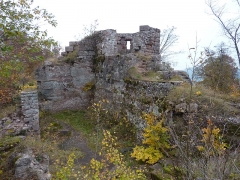 Ruines du château Ochsenstein - English: South building and chapel of the castle of Grand Ochsenstein, Bas-Rhin, France. View from South