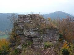 Ruines du château Ochsenstein - English: South part of the castle of Grand Ochsenstein, Bas-Rhin, France. View from keep