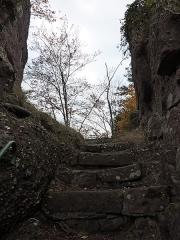 Ruines du château Ochsenstein - English: Grand Ochsenstein castle, Bas-Rhin, France. Top of stairs to top of the rock.
