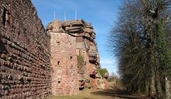 Ruines du château de Hohbarr ou Haut-Barr - English: Haut-Barr castle (looking NE)