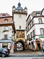 Tour dite Tour Neuve ou Tour de l'Horloge - Français:   Tour de l\'horloge, vue de l\'extérieur de la ville ancienne.