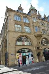 Bâtiment de l'Aubette - English: l'Aubette, superbe batiment du XVIIIe siècle, avait pour but initial un dortoir pour les militaires en place. Depuis de XXe siècle, cela a été transformé en centre commercial
