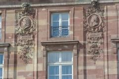 Bâtiment de l'Aubette - Français:   Médaillons avec portraits de musiciens célèbres: Mozart et Bach