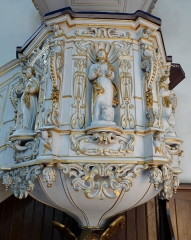Eglise protestante Sainte-Aurélie - Français:   Chaire de l\'église Sainte-Aurélie de Strasbourg (1670). Décor en applique autour des niches présentant les quatre Evangelistes