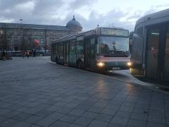 Gare ferroviaire centrale - Français:   Irisbus Agora S n°883 sur la ligne 2 du réseau CTS de Strasbourg