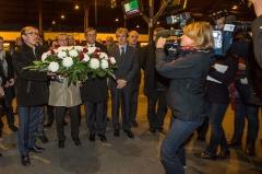 Gare ferroviaire centrale -  Cérémonie d'hommage aux victimes de l'accident du TGV à Eckwersheim le 14 novembre 2015.  De gauche à droite: Jacques Mazars, directeur régional SNCF, Roland Ries, maire de Strasbourg, Robert Herrmann, président de l'Eurométropole de Strasbourg. Gare de Strasbourg 16 novembre 2015.