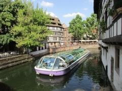Maison - Français:   Place Benjamin Zix vue depuis le Pont du Faisan