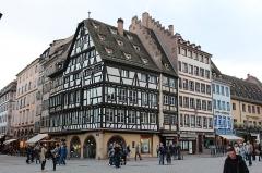 Immeubles -  Здание старой аптеки с колонной