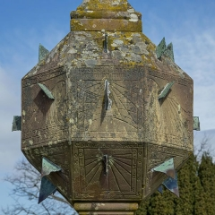 Vestiges du couvent cistercien de Neubourg -  Bilder vom Le Mont ste. Odile  (Odilienberg im Elsaß)  Details der Sonnenuhr