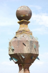 Vestiges du couvent cistercien de Neubourg -  Sun clock