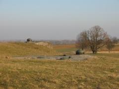 Fort de Schoenenbourg (ligne Maginot) (également sur commune de Hunspach) -  Fort de Schoenenbourg, élément de la ligne Maginot. Bloc 5 (avant-plan) et Bloc 6 (arrière plan).  Photo prise par Denis Helfer sous licence GFDL.