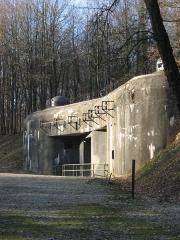 Fort de Schoenenbourg (ligne Maginot) (également sur commune de Hunspach) -  Fort de Schoenenbourg, élément de la ligne Maginot. Entrée des munitions (bloc 7).  Photo prise par Denis Helfer sous licence GFDL.