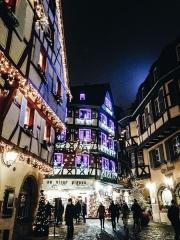Maison - Français:   La rue des Marchands à Colmar à Noël