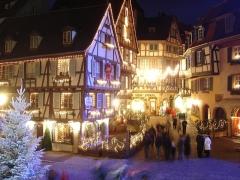Maison - Français:   Auteur: Vincent Denefeld. Photographie prise lors du marché de Noël de Colmar le 27 novembre 2005.