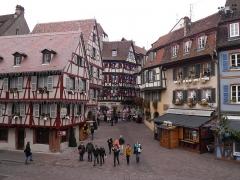 Maison - Français:   Rue des Marchands de jour à Colmar (Haut-Rhin, France).