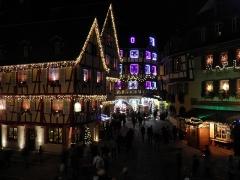 Maison - Français:   Rue des Marchands de nuit à Colmar (Haut-Rhin, France).