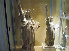 Musée Bartholdi - English: Plaster models of the statue showing the evolution of Bartholdi's design. These were made before the actual statue!