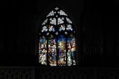 Eglise catholique Saint-Bernard-de-Menthon - Deutsch: Kirche Saint-Bernard de Menthon in Ferrette (Pfirt) im Département Haut-Rhin (Elsass/Frankreich), Bleiglasfenster der Orgelempore von 1913, Darstellung: Papst Leo IX.