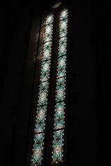 Eglise catholique Saint-Bernard-de-Menthon - Deutsch: Kirche Saint-Bernard de Menthon in Ferrette (Pfirt) im Département Haut-Rhin (Elsass/Frankreich), Bleiglasfenster