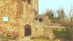 Ruines des châteaux de Weckmund et de Wahlenbourg - Français:   Porte de la partie haute du Wahlenbourg avant d\'accéder au logis seigneurial