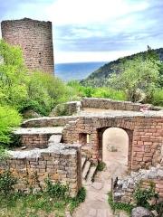 Ruines des châteaux de Weckmund et de Wahlenbourg - Français:   Porte d\'entrée vers le château de Wahlenbourg, vue de la cour intérieure