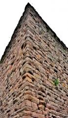 Ruines des châteaux de Weckmund et de Wahlenbourg - Français:   Angle nord-ouest de la ruine de la tour du château de Weckmind