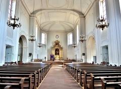 Eglise catholique Saint-Louis - Français:   Nef de l\'église saint Louis de Neuf Brisach