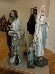 Ancienne halle au blé - Français:   Alsace, Haut-Rhin, Rouffach, Musée du Baillage(Halle aux blés), place de la République: Statues du XIXe.