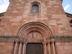 Eglise catholique Saint-Pierre-et-Saint-Paul - Deutsch: Portail de l'Église Saints-Pierre-et-Paul de Sigolsheim Fenster