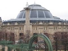 Bourse de commerce -  Bourse de Commerce de Paris et la colonne Médicis.