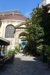 Eglise Saint-Roch -  Portail latéral est de l'église Saint-Roch, Passage Saint-Roch, vu depuis la rue des Pyramides, Ier arrondissement, Paris, France 20160709