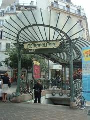 "Métropolitain, station Châtelet - English: Paris Métro, exit ""Place Sainte-Opportune"" at the Châtelet station. A typical metro entrance by the architect Hector Guimard."