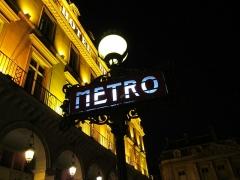 Métropolitain, station Palais-Royal - English: One more night in Paris