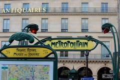 Métropolitain, station Palais-Royal -  Palais Royal - Musée du Louvre.