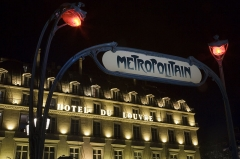 Métropolitain, station Palais-Royal - English: Le Metro, Access to the Metropolitain Subway system, Paris