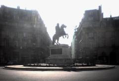 Place des Victoires : le sol - English: Place des Victoires - Paris