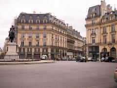 Place des Victoires : le sol -  Paris April 2014