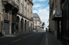 Place des Victoires : le sol - Deutsch: Rue des Petits Champs/Place des Victoires in Paris (Île-de-France/Frankreich)