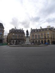 Place des Victoires : le sol -  Paris