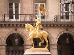 Statue de Jeanne d'Arc -  Paris April 2014