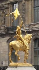 Statue de Jeanne d'Arc -  Emmanuel Frémiet: Jeanne d'Arc, statue équestre, bronze doré, Place des Pyramides, Ier arrondissement, Paris, France.